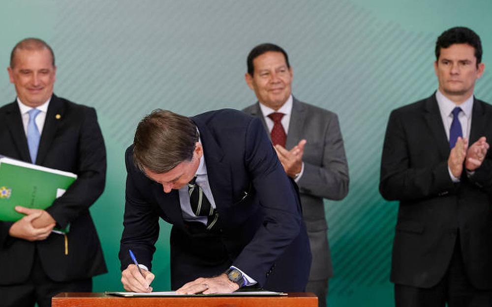 Flexibilização do porte de arma autorizado pelo presidente Bolsonaro agrada produtores rurais