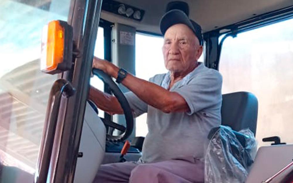 O mais antigo produtor canavieiro em atividade na PB acorda às 5h da manhã e passa o dia no campo mesmo com 95 anos de idade