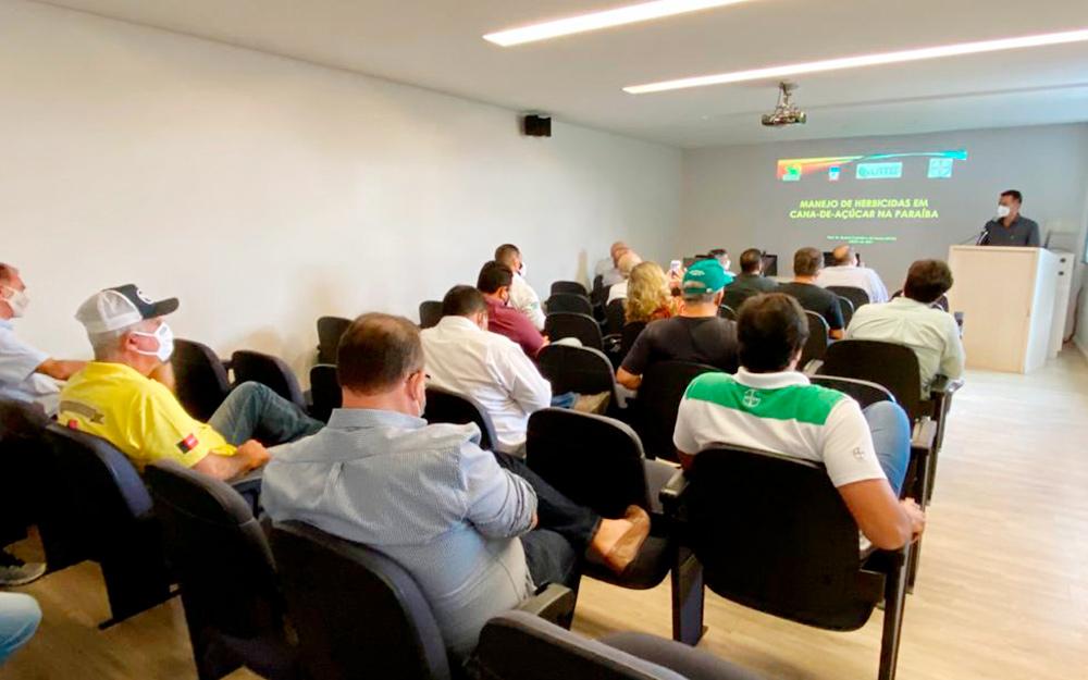 Palestra promovida pela Asplan atualiza conhecimento de produtores de cana-de-açúcar sobre manejo de herbicida